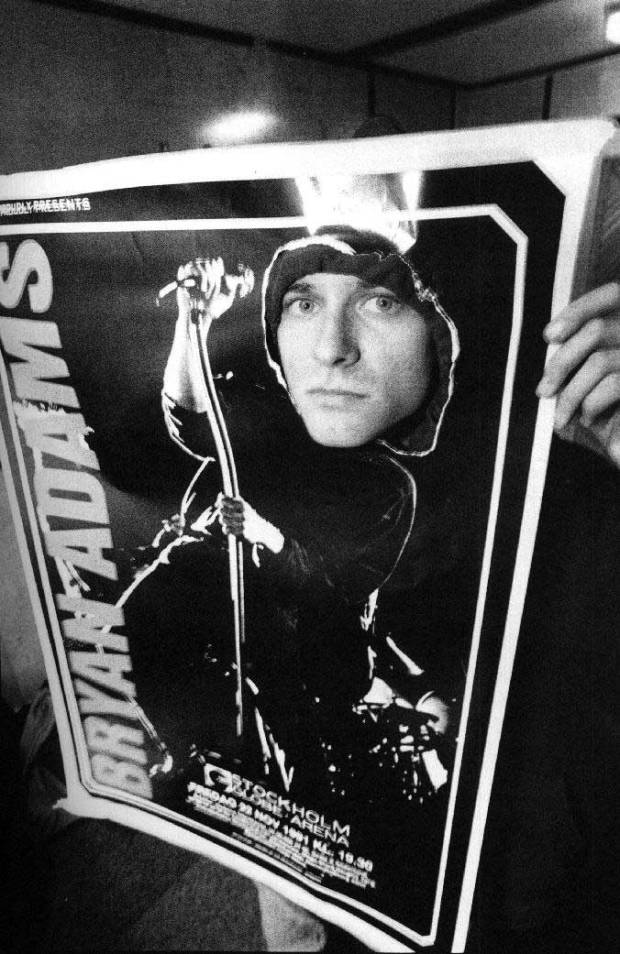 Kurt-Cobain-peeking-through-a-Bryan-Adams-poster